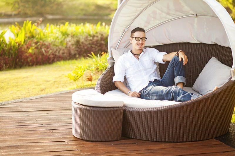 bahce mobilyalari sezlong 800x533 Bahçe ve Balkon Mobilyaları 2017  2018