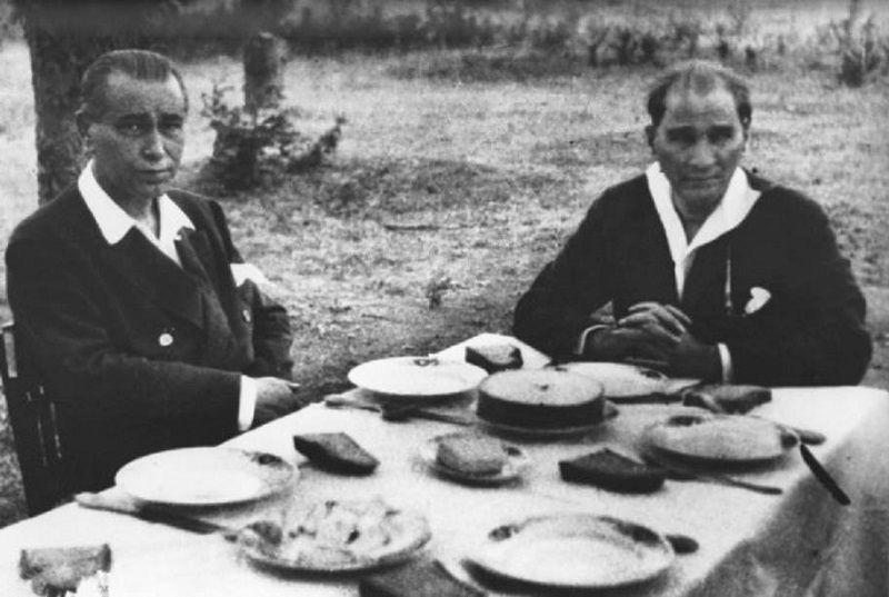 On Kasım Atatürk ve Arkadaşları