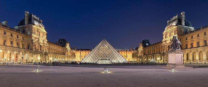 Paris Gezilecek Yerler Louvre Müzesi