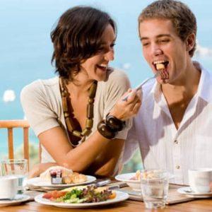 Sevgili ile yemek yemek