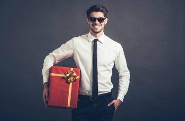Erkek sevgiliye hediye