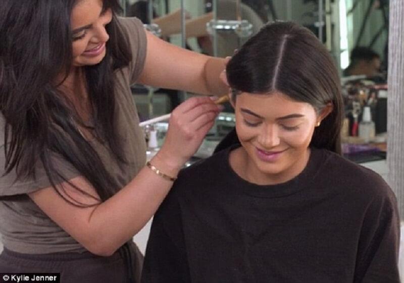 Kulak Makyajı Kylie Jenner