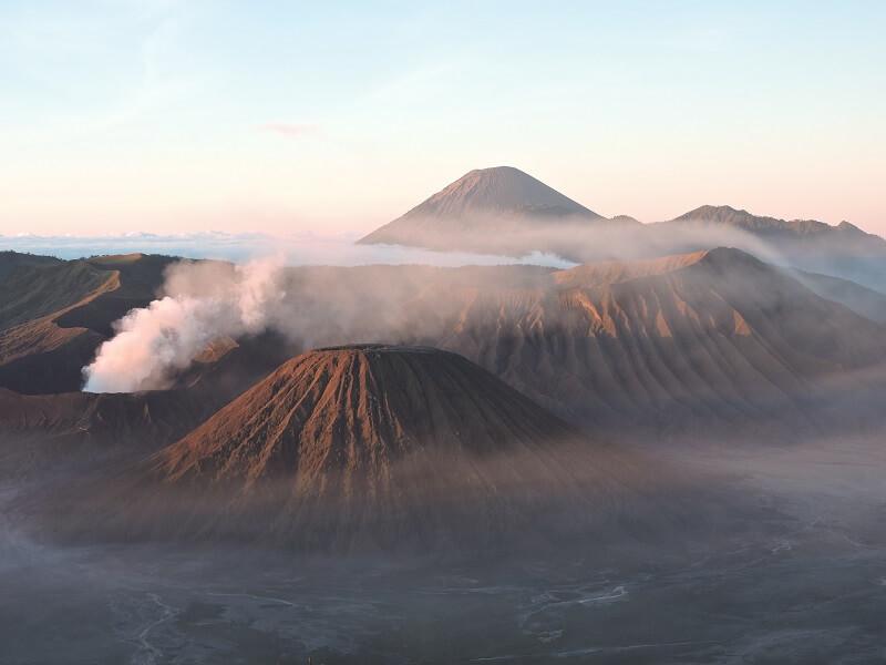 Endonezya Bromo Yanardağı
