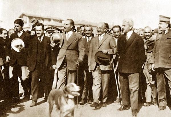 29 Ekim Atatürk ve Köpeği
