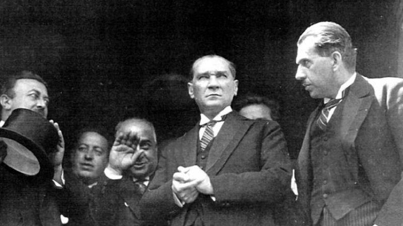 On Kasım Atatürk Düşünceleri
