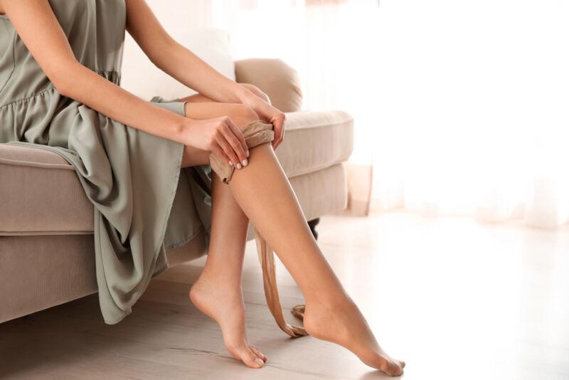 külotlu çorap giyen kadın
